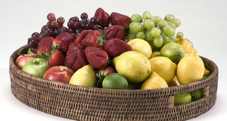 Una cesta de fruta puede ser una ofrenda agradable durante la misa católica.