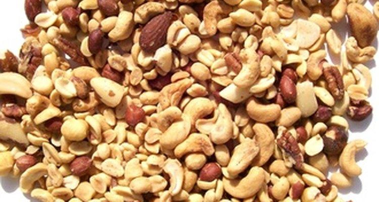 Para la salud del corazón, come raciones de 1 oz (28,3 grs) de frutos secos en lugar de bocadillos menos saludables.