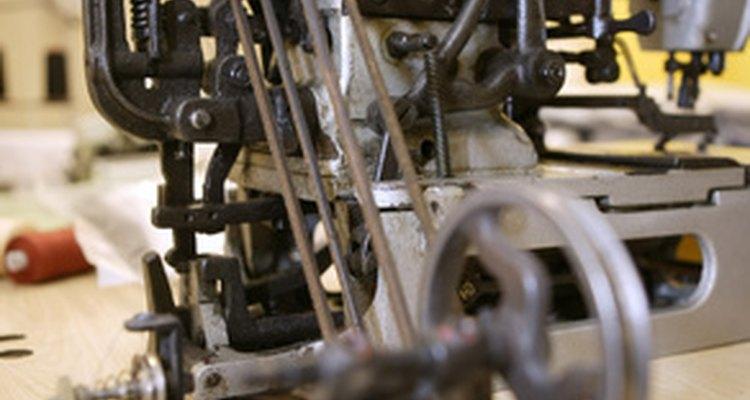 Las máquinas de la industria textil varían en tamaño y utilidad.