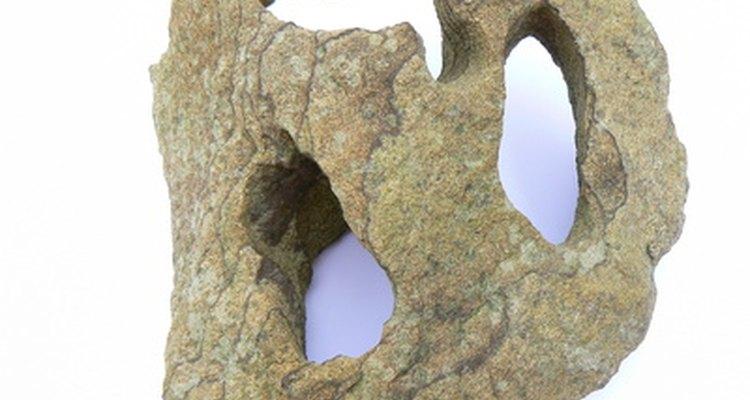 Algumas pedras de aquário podem conter ferro, ocasionando a ferrugem