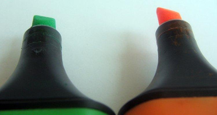 Marcadores de quadro branco vêm em várias cores.