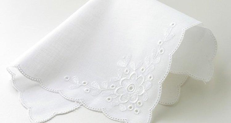 A cambraia é frequentemente usada em roupas de linho,  roupas de bebê, lingerie e lenços