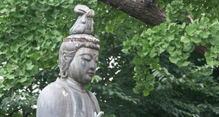 An antiques expert can identify old Japanese figurines.
