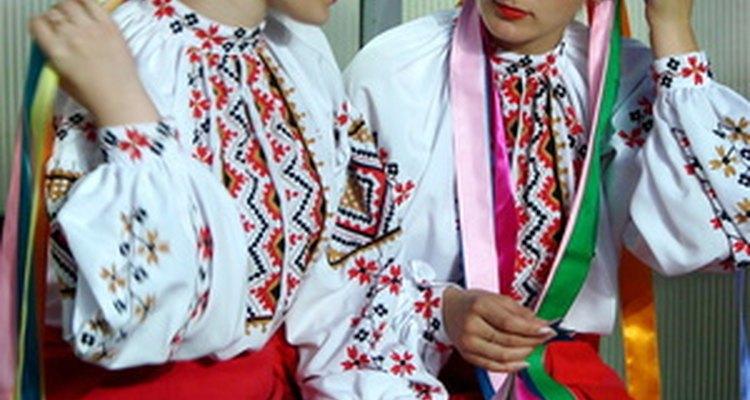 Se alienta a los estudiantes a vestirse con sus trajes típicos para asistir a las ferias multiculturales.