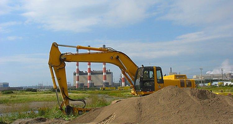 La retro excavadora es usada para proyectos de excavación.