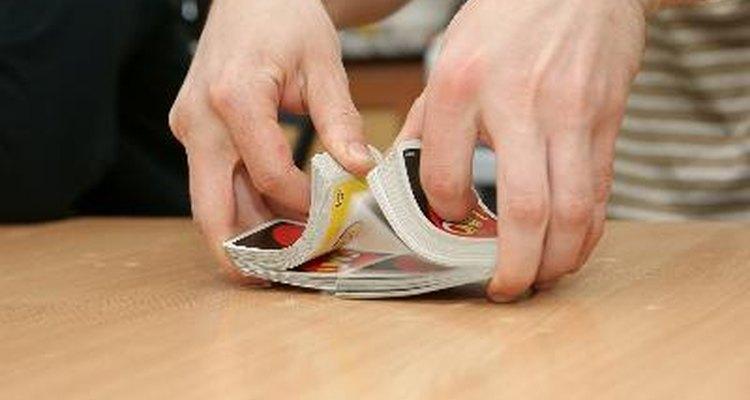 Skip-Bo é um jogo de cartas competitivo do tipo paciência para 2-6 jogadores