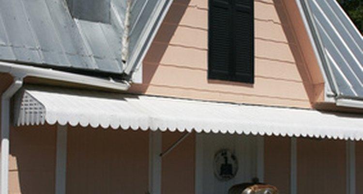 Techo de lámina instalado en una casa.