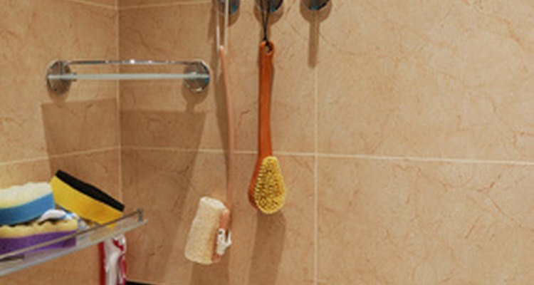 Remover calafetagem de silicone das paredes do banheiro e da banheira pode ser tedioso