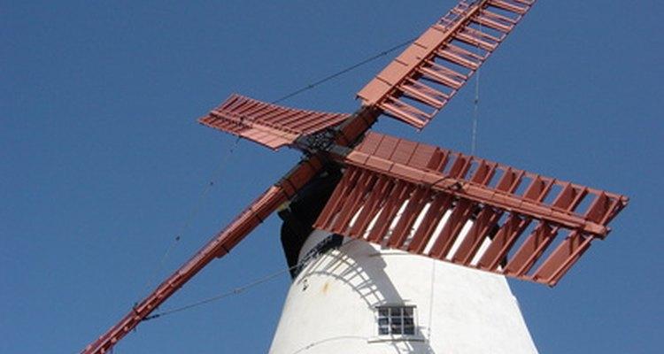 Os moinhos de vento têm lâminas em forma de ventilador ou de aerofólio