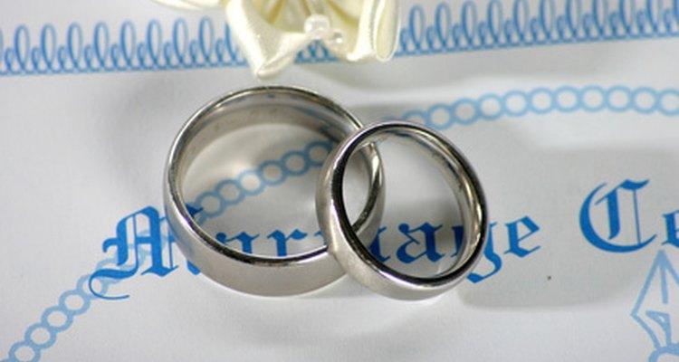 Existen requisitos mínimos para obtener una licencia de matrimonio en Nevada.