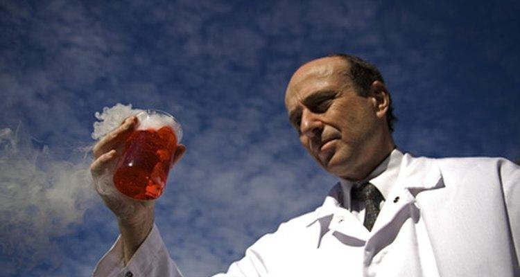 El conocimiento y experiencia del instructor en el laboratorio es crucial para la seguridad.