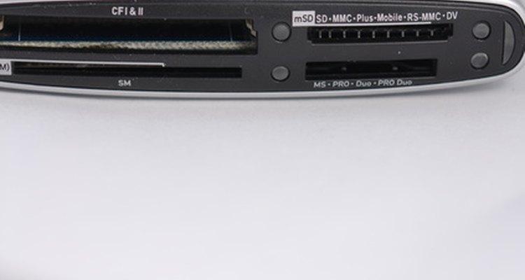 Um leitor de cartão inteligente é um dispositivo localizado no computador onde colocá-se o cartão