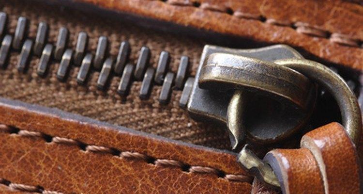 Consertar o zíper quebrado de uma bota pode fazê-la tão botas quanto eram novas