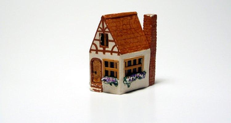 Hacer una casa en miniatura es una artesanía divertida para hacer con los niños en un día lluvioso.