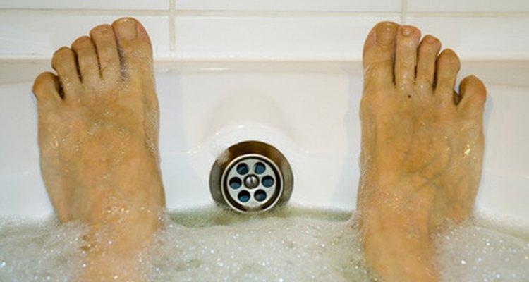 A infecção bacteriana ocorre quando as bolhas estão rompidas e tornam-se infectadas