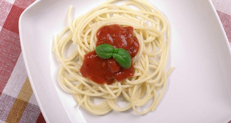 Los espaguetis son un plato popular entre la gente de todas las edades.