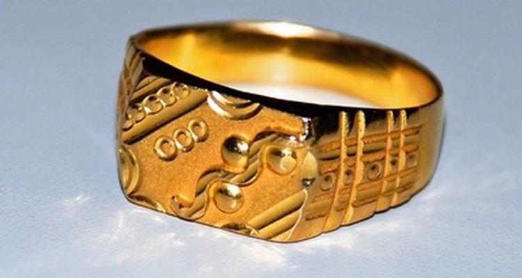 Un anillo de oro puede llegar a pesar casi 0,15 kilogramos (5 onzas).