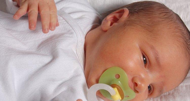 Si la temperatura de tu bebé está por encima del rango normal, llama al médico.