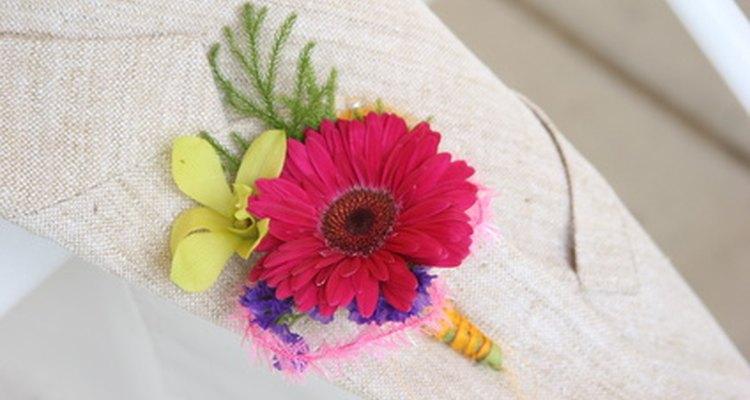 Boutonnieres o flores en el ojal.