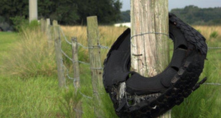 Impermeabilize sua cerca de madeira e promova a drenagem do subsolo para prevenir o apodrecimento