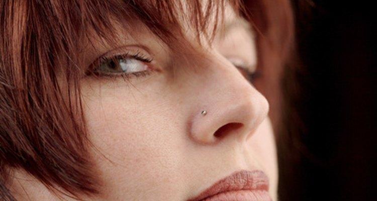 Inchaço é um efeito colateral normal de um piercing no nariz
