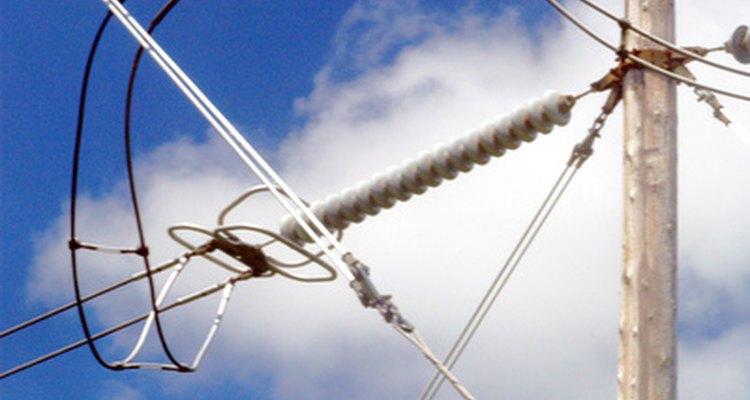 Linhas de energia transportam a eletricidade