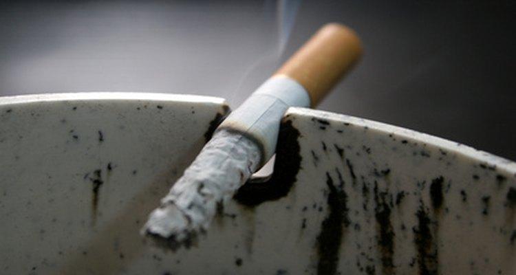 Lábios escurecidos podem ser um desagradável efeito colateral do cigarro
