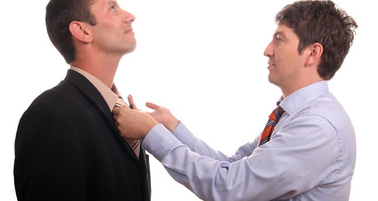 Evita entrenar a tu amigo para que obtenga el empleo.
