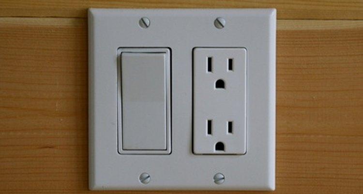 Apaga la energía y verifica el toma de corriente y el enchufe.