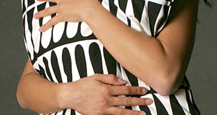 Las telas con diseños modernos son utilizadas para los almohadones decorativos modernos.