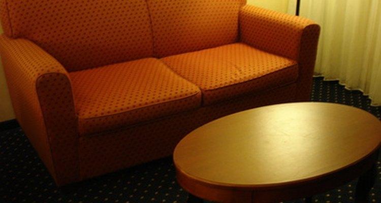 Uma capa fará seu sofá parecer novo outra vez