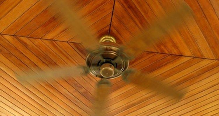 Los ventiladores de techo tienen tres o cuatro cables principales.