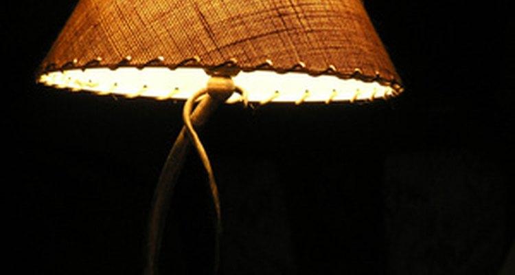 Um abajur consegue harmonizar um cômodo