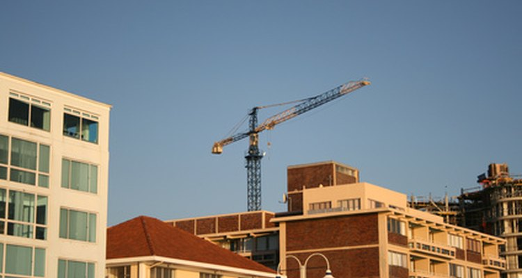 A banksman keeps an eye on the crane.