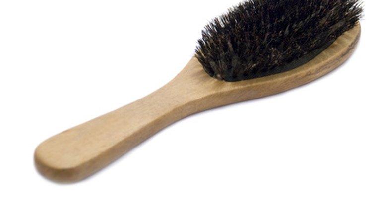 Cepillo de cerdas de jabalí.