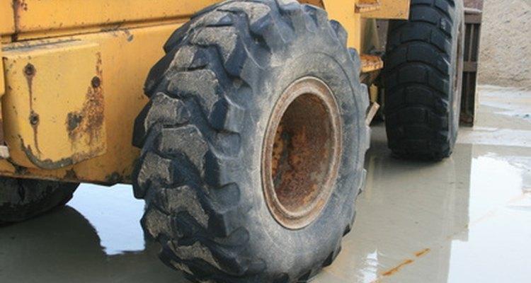 Grandes pneus de caminhão como estes fazem os melhores cochos.