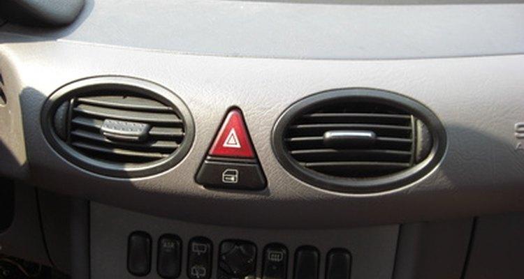 Os pressostatos funcionais permitem a operação do compressor do ar condicionado