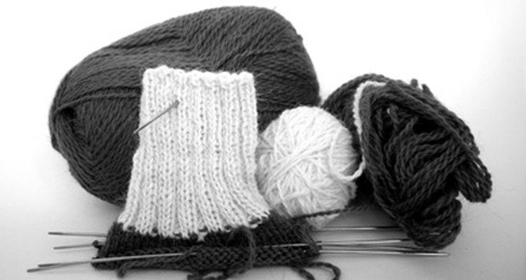 Tome cuidado ao cortar o tecido de tricô para evitar que ele desfie