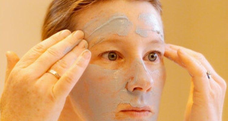 Um gel natural caseiro ajuda a remover bronzeados, revelando células de pele mais claras e renovadas