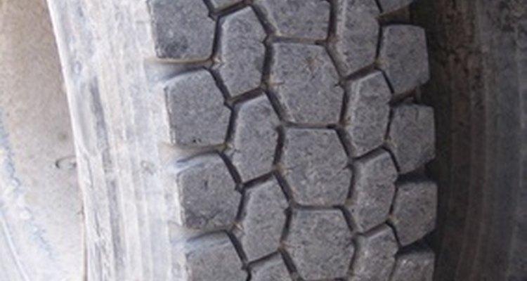 Lubrifique os pneus para prevenir danos involuntários devido à abrasão