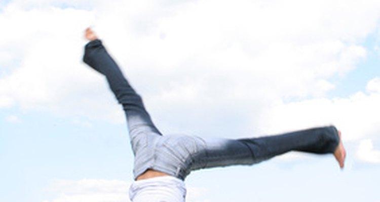 O Salto mortal para trás requer muita flexibilidade nas costas e nos ombros