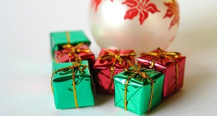 Los colores rojo y verde se utilizan extensamente en nuestras decoraciones navideñas.
