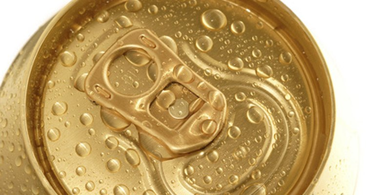 Las latas de aluminio son un buen material para las artesanías.