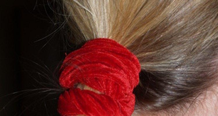Una dona para cabello añade elegancia a una sencilla cola de caballo.