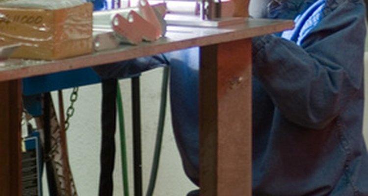 La soldadura TIG utiliza un electrodo tungsteno sin combustible.