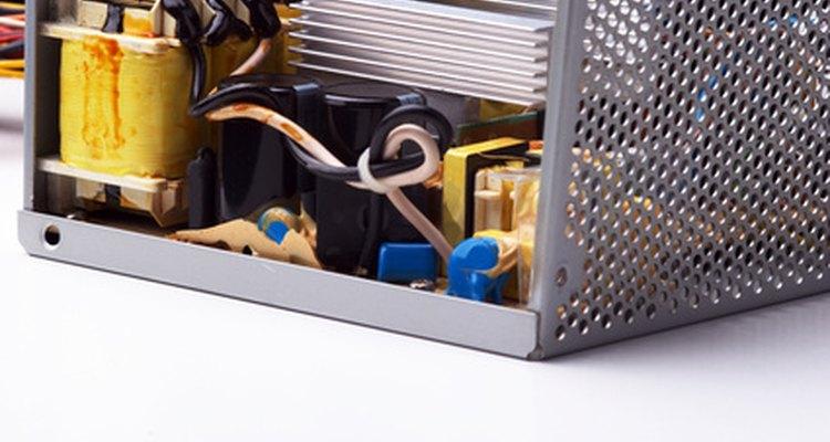Un transformador ayuda a convertir una onda de corriente alterna