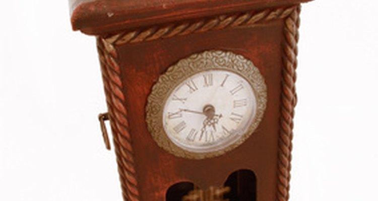 Relógios de cuco funcionam com um pêndulo