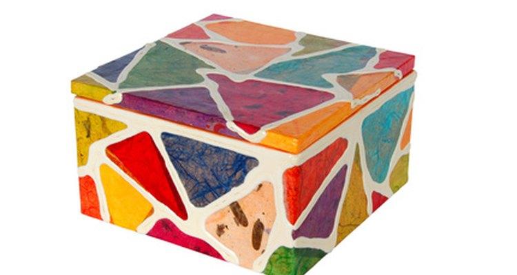 Faça formatos simples em fibra de vidro com um molde de madeira compensada