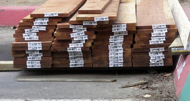 Colar madeira em concreto exige uma pequena preparação e o adesivo correto