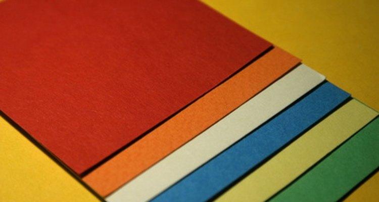 Imprimir a cor branca em papel colorido é possível, mas necessita de algumas medidas especiais